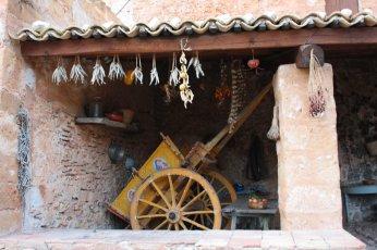 Carretto siciliano alla Grotta Mangiapane sicilian cart in Custonaci