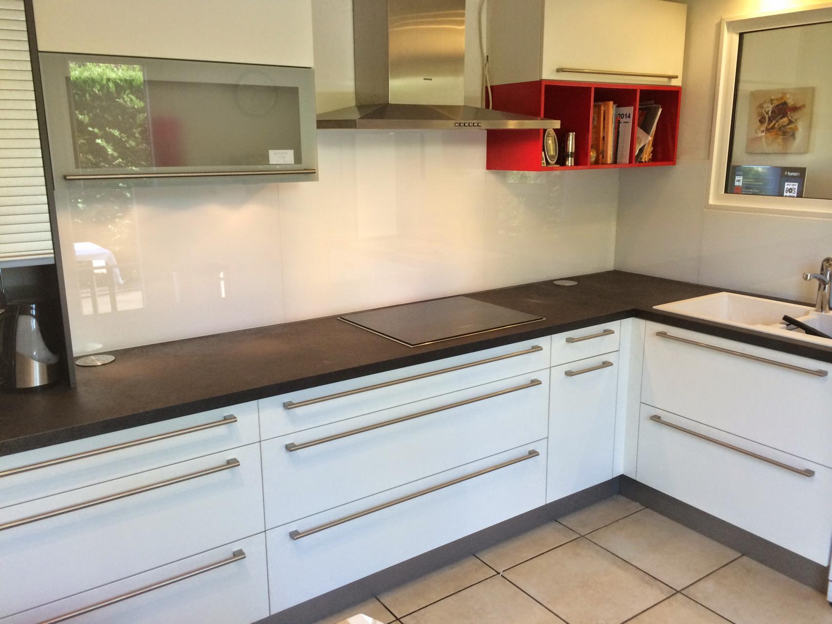 colle pour credence en verre cr dence en carreaux de ciment decoration d 39interieur idee. Black Bedroom Furniture Sets. Home Design Ideas