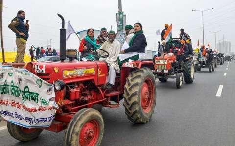 कृषि कानूनों का विरोध करने के लिए किसानों ने ट्रैक्टर मार्च निकाला