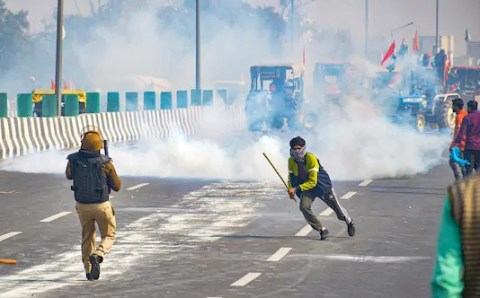 दिल्ली पुलिस ने गणतंत्र दिवस हिंसा पर 22 एफआईआर दर्ज कीं, क्या अब मोदी सरकार अर्नब पर भी कानूनी कारवाई करेगी