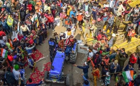 Tractor Rally: मोदी सरकार के विवादास्पद कानून ने किसानों से मौजूदा नाराजगी को बढ़ाया है