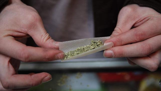 LA TENENCIA O CONSUMO DE DROGAS EN LUGAR PÚBLICO: ¿QUÉ SE CONSIDERA LUGAR PÚBLICO?