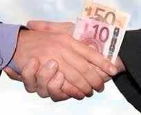 Europa corrige al Supremo y condena a la Banca Española a pagar a sus clientes todo el dinero cobrado de más por las cláusulas suelo.