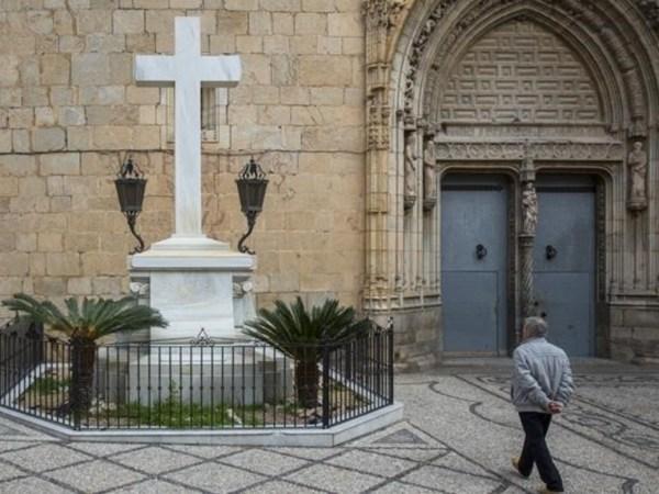 Abogados Cristianos llevará a lo contencioso a los alcaldes de Comunidad Valenciana que han impulsado el derribo de cruces