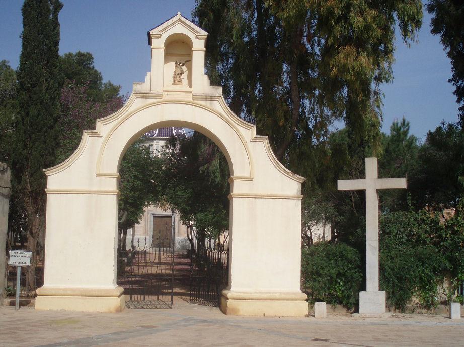 Cruz de Betxí a la entrada de su ermita