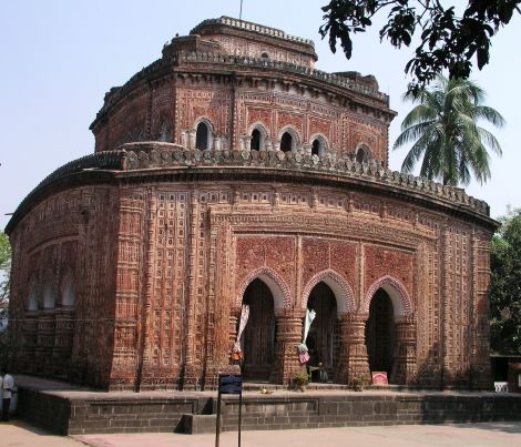 https://i0.wp.com/abohomanbangla.com/bangla_tour_image/kantajir_temple.jpg?w=696