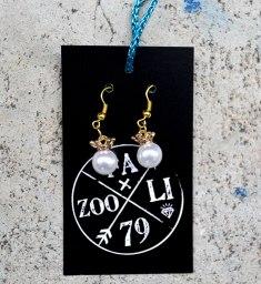 pearls & crowns earrings