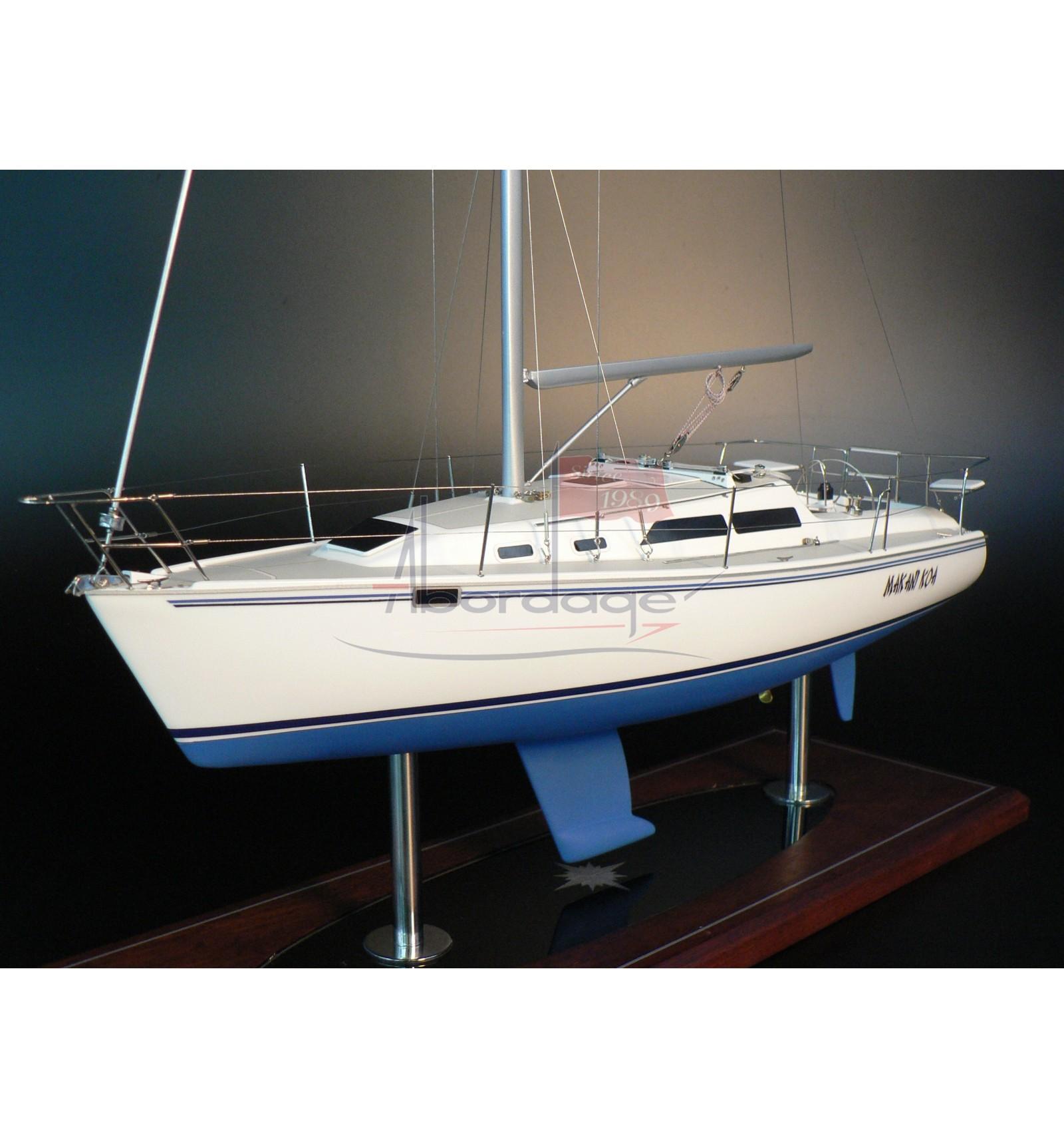 Catalina 320 model built by Abordage