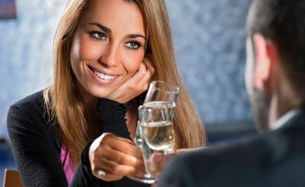 Signaux d'intérêts féminins Signes Amoureux