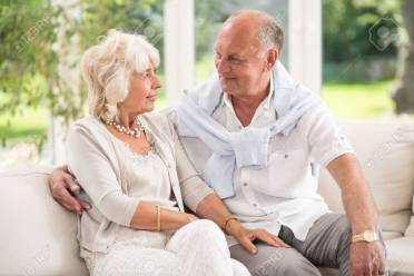 vieux couple heureux