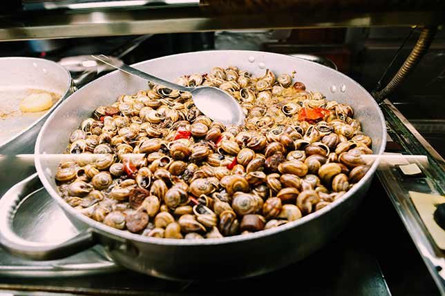 Learn about Catalan cuisine tasting traditional recipes