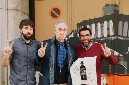 British acttor Nigle Planner meets Aborígens in Barcelona