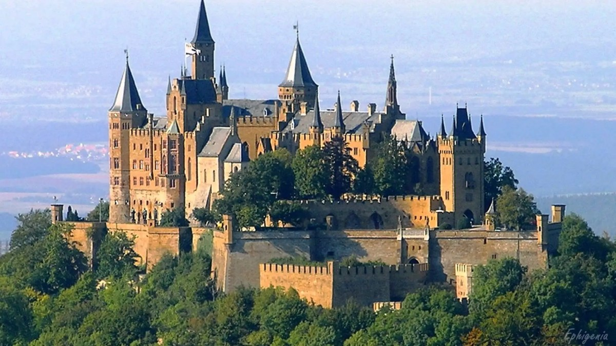 How do the Castles in Game of Thrones Compare to Real life European Castles?