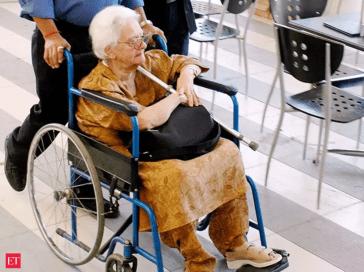 阿嬤+超不合身輪椅