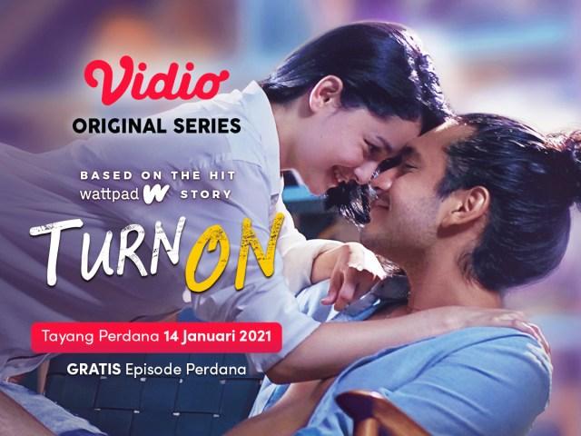 Nonton Turn On Original series di Vidio, Clara Bernadeth & Giorgino Abraham.