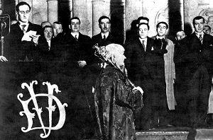 El Lehendakari Aguirre jurando su cargo en la Casa de Juntas de Gernika, bajo el Árbol Sagrado de los Vascos, en plena Guerra Civil