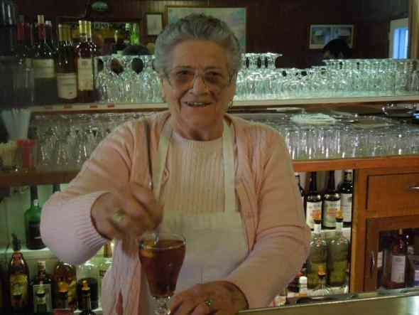 Elvira Cenoz: último día de trabajo en el Overland Hotel antes de la jubilación