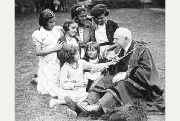 July 1937: Lord Mayor of Bristol A.F. Moon welcomes some of the 49 Basque girls who stayed in the city
