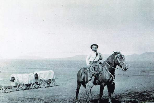 Vascos en Nevada. Basque settler Calisto Laucirica rides through 1920s Elko County. (Courtesy of Northeastern Nevada Museum)