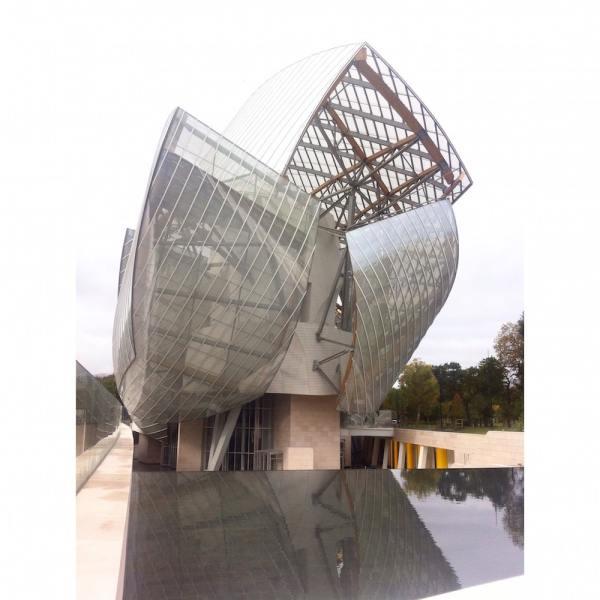 Le bâtiment de la Fondation Louis Vuitton dessiné par Frank Gehry au bois de Boulogne, Paris, 2014.