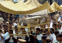 San Franciso Javier. The casket was carried through the streets of Goa from the Basilica of Bom Jesus to the Se Cathedral