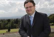 Dr Stephen Farry Ministro de Irlanda del norte