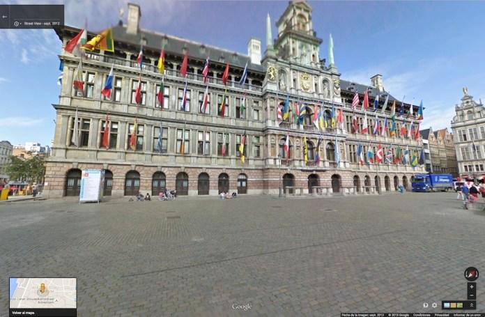 La ikurriña ondea de forma habitual en la fachada del ayuntamiento de Amberes (Google maps 2012)