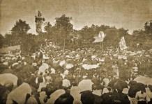 Vista de la multitud en el homenaje a Sabino Arana de 1907