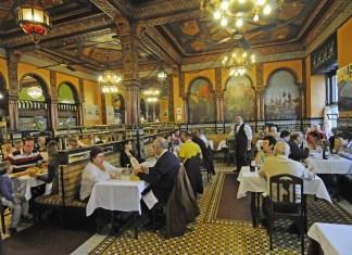 Vista del Cafe iruña incluida en el artículo de New York Post. rights managed -- bilbao, spain, D8FW9A Cafe Iruna. Image shot 12/2010. Exact date unknown.