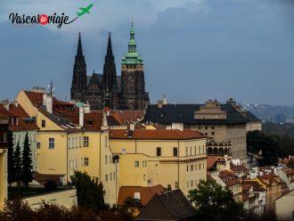 Vista de la Catedral de San Vito en el corazon de El Castillo de Praga