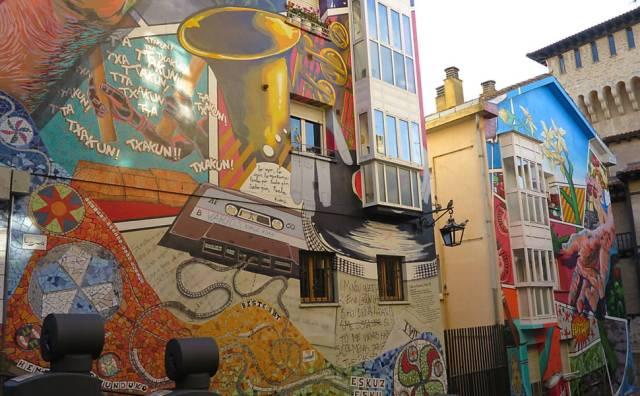 Imagen de una fachada del Casco Viejo de Vitoria-Gasteiz (Fotografía: Folha de Sao Paulo)