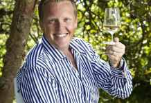 El experto en vinos britanico Olly Smith escribe sobre el txakoli en Daily Mail