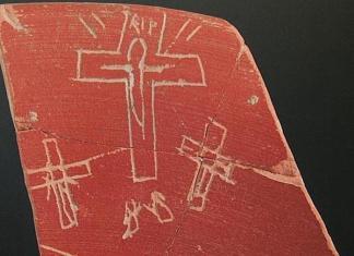 Una de las ostracas encontradas en Iruña Veleia y que se encuentran en el centro de un intenso debate