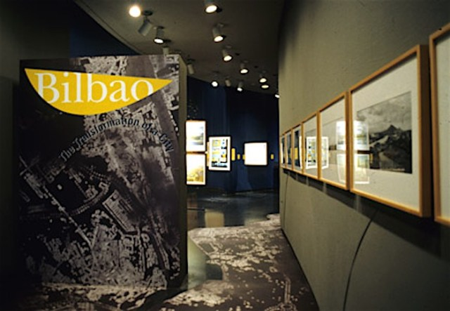 An image of the exhibition about the Transformation of Bilbao held in 2000 (photo by Xavier Vendrell) at the Art Institute of Chicago.