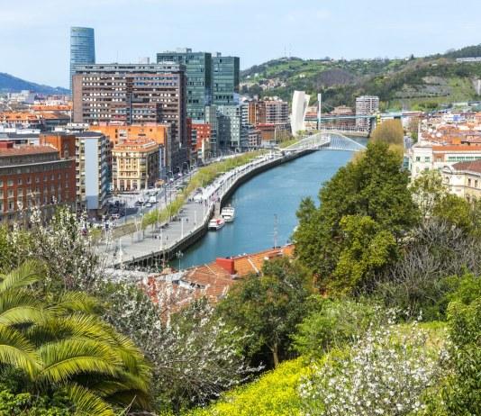 Vista de la ciudad de Bilbao desde el parque Etxebarria