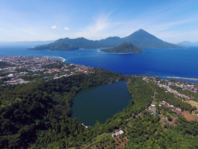 Tidore Island in the Moluccas, governed 500 years ago by a king who spoke Basque (photo by )