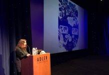 Amaia Gabantxo interviniendo en el Planetarium de Chicago