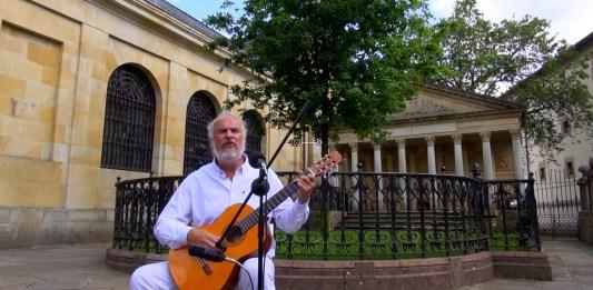 """""""el Árbol"""" de Lino Bolaños Baldassari grabada bajo el Árbol de Gernika"""