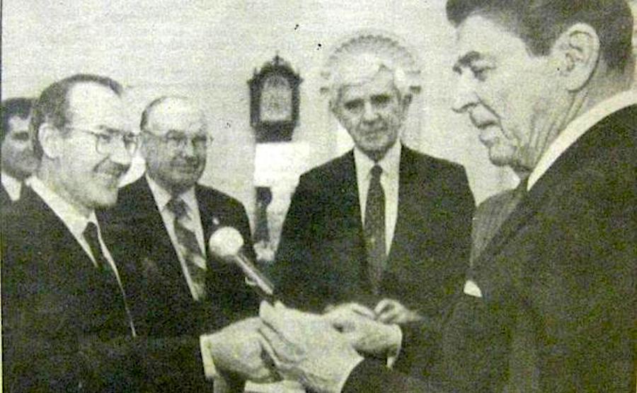 El presidente Reagan recibe al lehendakari Ardanza en la Casa Blanca (marzo de 1988)