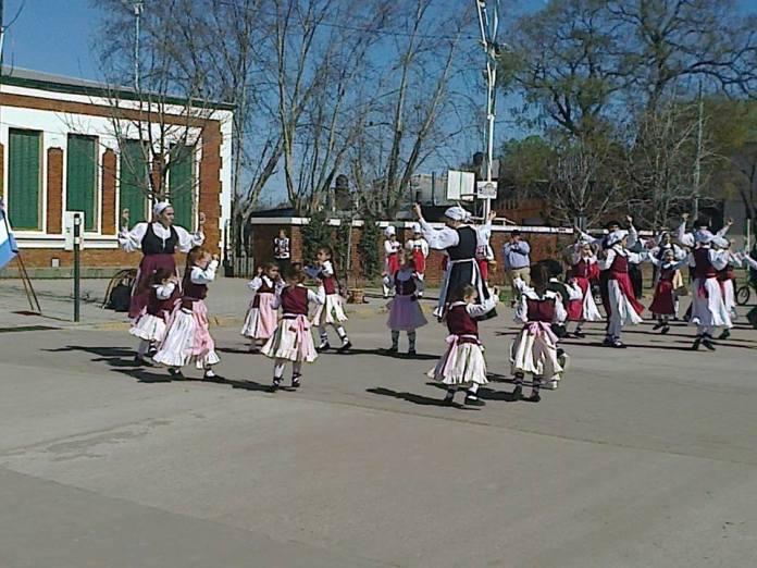 Bailes vascos Centro Pergamino Argentina (archivo digital Euskaletxeak.net)
