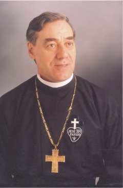 El 4 de mayo de 1940 nacía José Luis Astigarraga Lizarralde. Lo hacía en Azkoitia, un municipio gipuzkoano, donde el euskera era la lengua de uso común, y que está situado a unos 2 km. del Santuario de Loyola y a poco más de 40 km del Santuario de Nuestra Señora de Aranzazu.