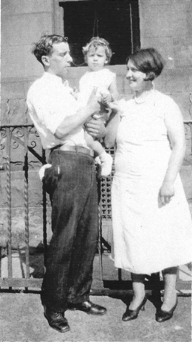Natxo Ibarguen y Esperanza Ojinaga con su hija Louise