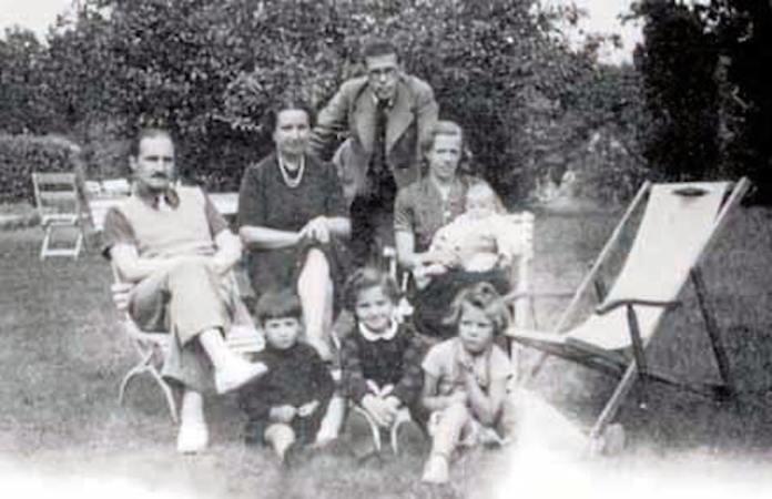 Aguirre y Persson con sus familias, en Göteborg, en junio de 1941 © Sabino Arana Fundazioa