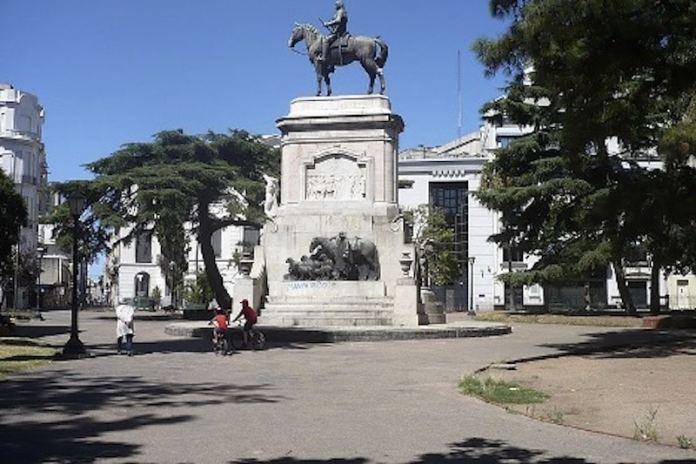 Plaza en Montevideo dedicada a su fundador, el bizkaino Bruno Mauricio de Zabala