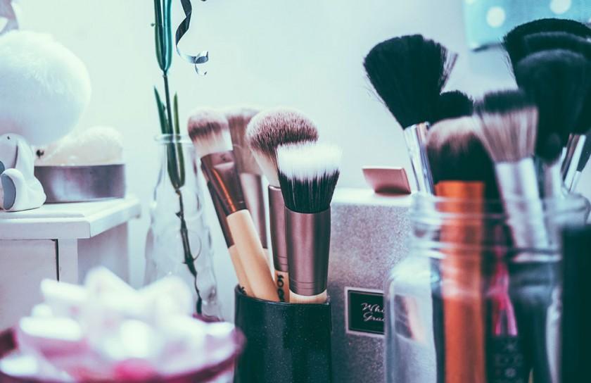 Verstoppen achter make-up