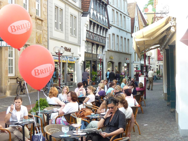 Fachgeschäfte und köstliches Eis, die Krahnstraße in Osnabrück (c) OMT, Finke