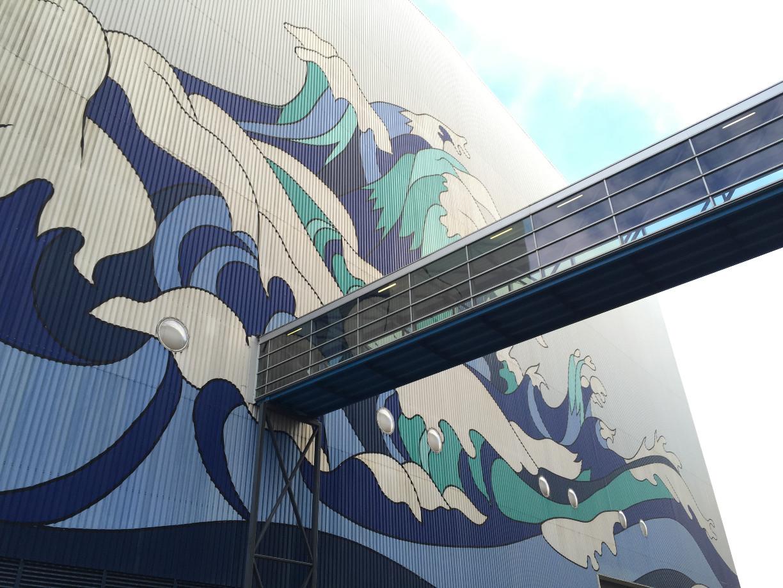 Der Skywalk verbindet die Schiffbauhallen 5 und 6.
