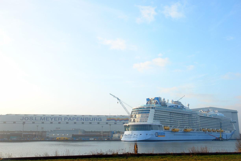 Die Anthem of the Seas am Ausrüstungskai vor der Meyer Werft in Papenburg (c) Patrick Anneken