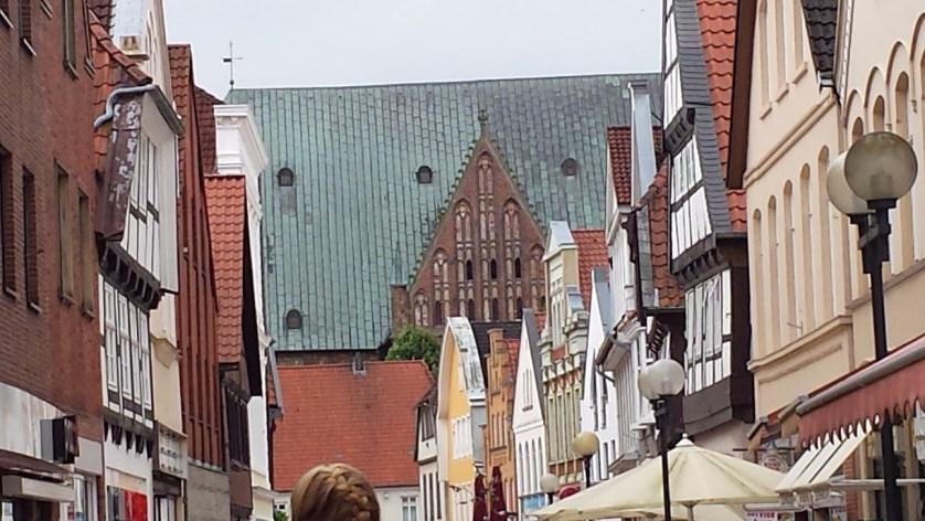 Nicht zu übersehen: Das Zeltdach des Doms über den Giebeln der Altstadt (c) Neuhaus