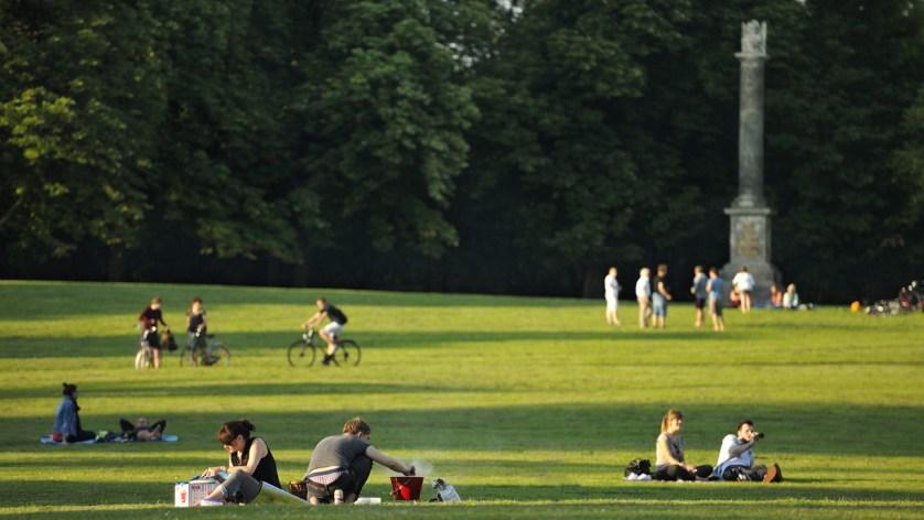 Picknicken im Prinzenpark. Foto: BSM/Daniel Möller Picknicken im Prinzenpark